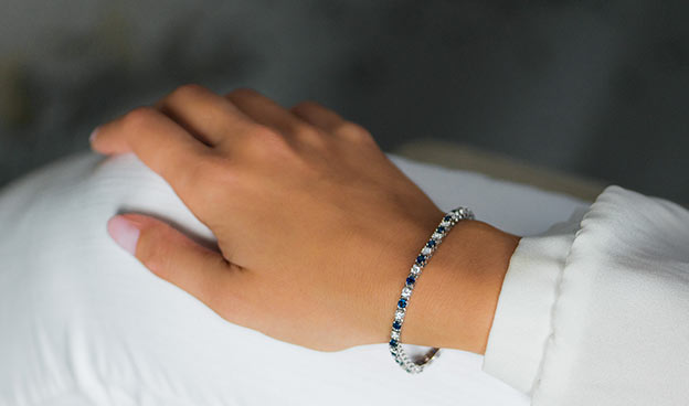 Blue Sapphire and Diamond Bracelet (2 3/8 CT TW.)