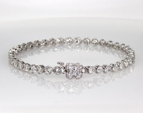 18K White Gold Diamond Flower Clasp Bracelet ( 3 CTW.)