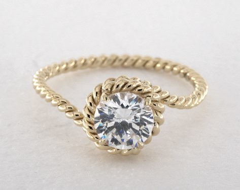 Classy yellow gold engagement ring