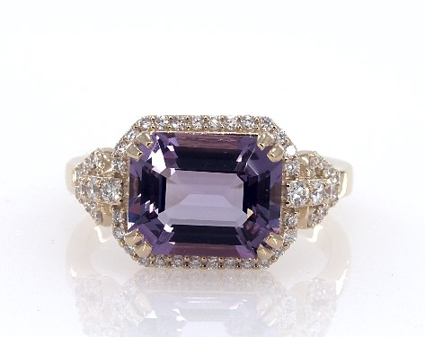 18K Yellow Gold Emerald Shaped Amethyst and Pave Diamond Design Ring
