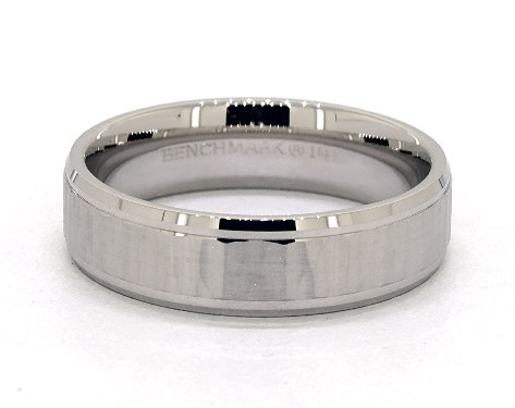 18K White Gold 6mm Comfort-Fit Vertical Hammer Beveled Edge Band