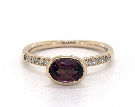 18K Yellow Gold East-West Oval Garnet and Diamond Ring (7.0x5.0mm)