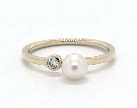 14K Yellow Gold Petite Freshwater Cultured Pearl and Diamond Ring by EFFY (5.0mm)