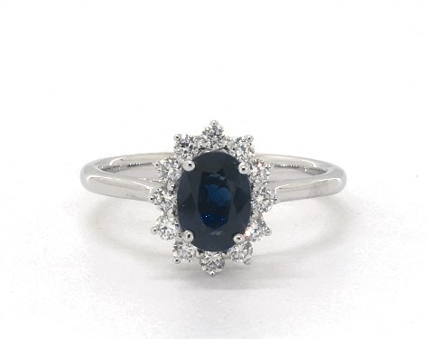 18K White Gold Oval Halo Sapphire and Diamond Ring (7.0x5.0mm)